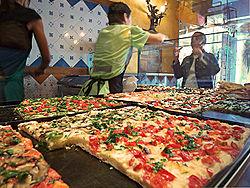 [Giới thiệu] Ẩm thực Ý 250px-Pizza_al_taglio