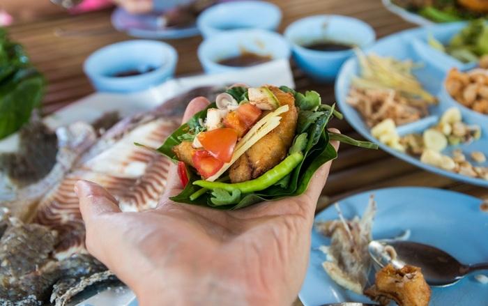 cá tráp biển nướng muối