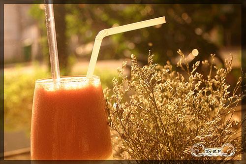 Sinh tố sữa chua táo cà chua